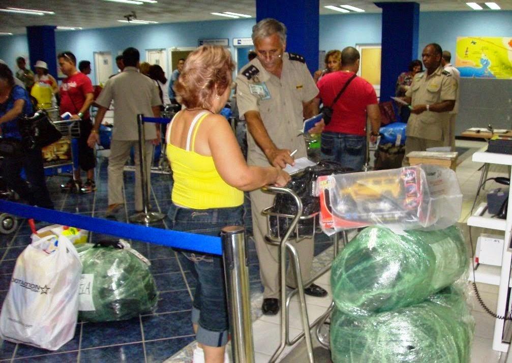 Resultado de imagen para CUBANOS VIAJAN PARA COMPRAR