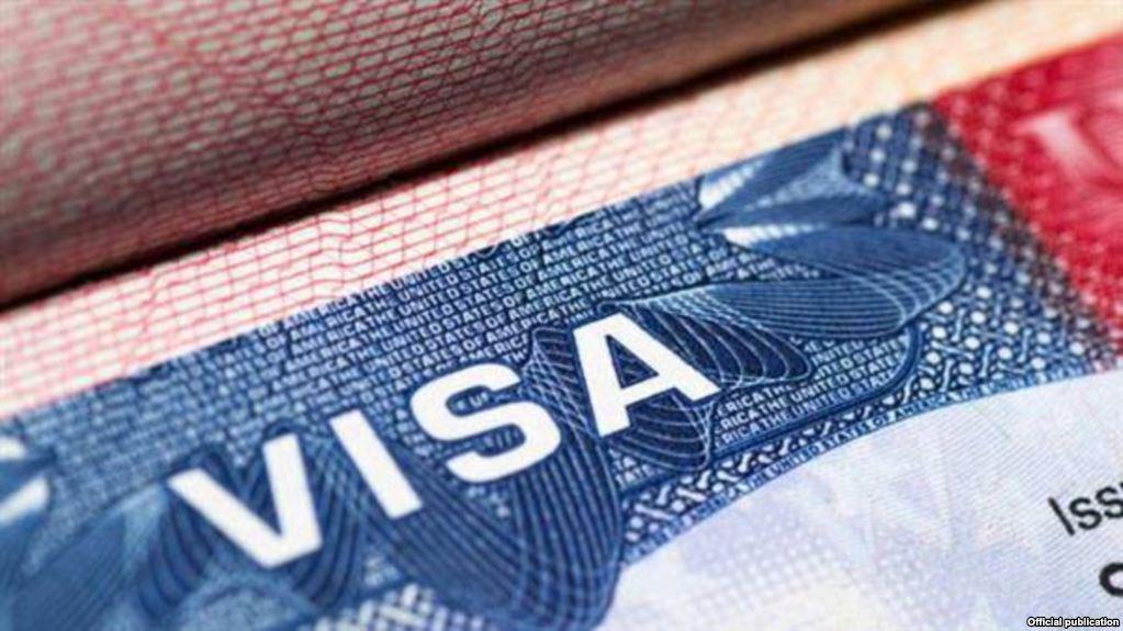 Viajar a otro país para obtener visas estadounidenses es una quimera para la mayoría de los cubanos. (Foto Archivo)