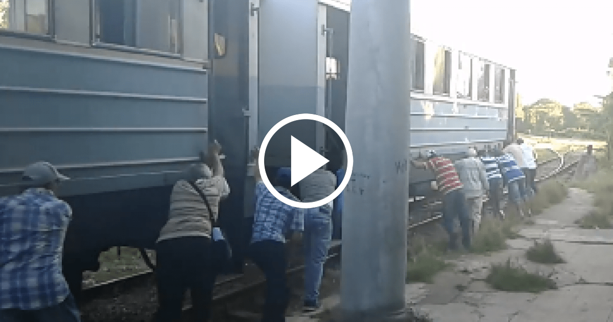 Resultado de imagen para empujan tren en cuba